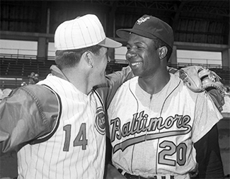 Pete Rose & Frank Robinson (AP Photo / Paul Shane)